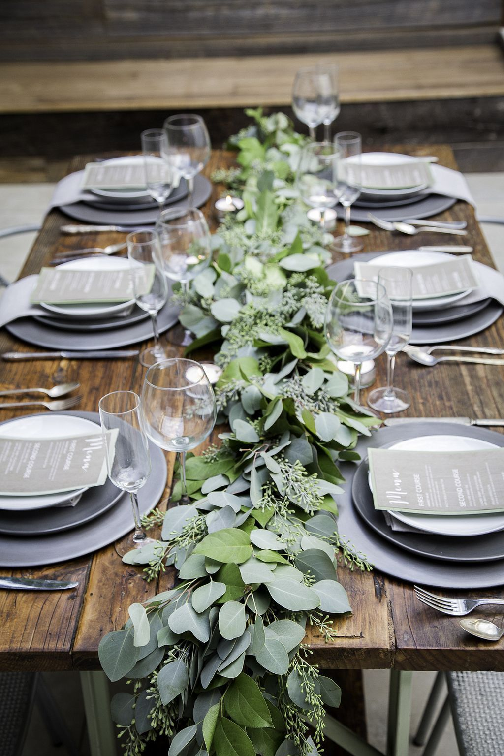 green garland wedding centerpieces for winter theme