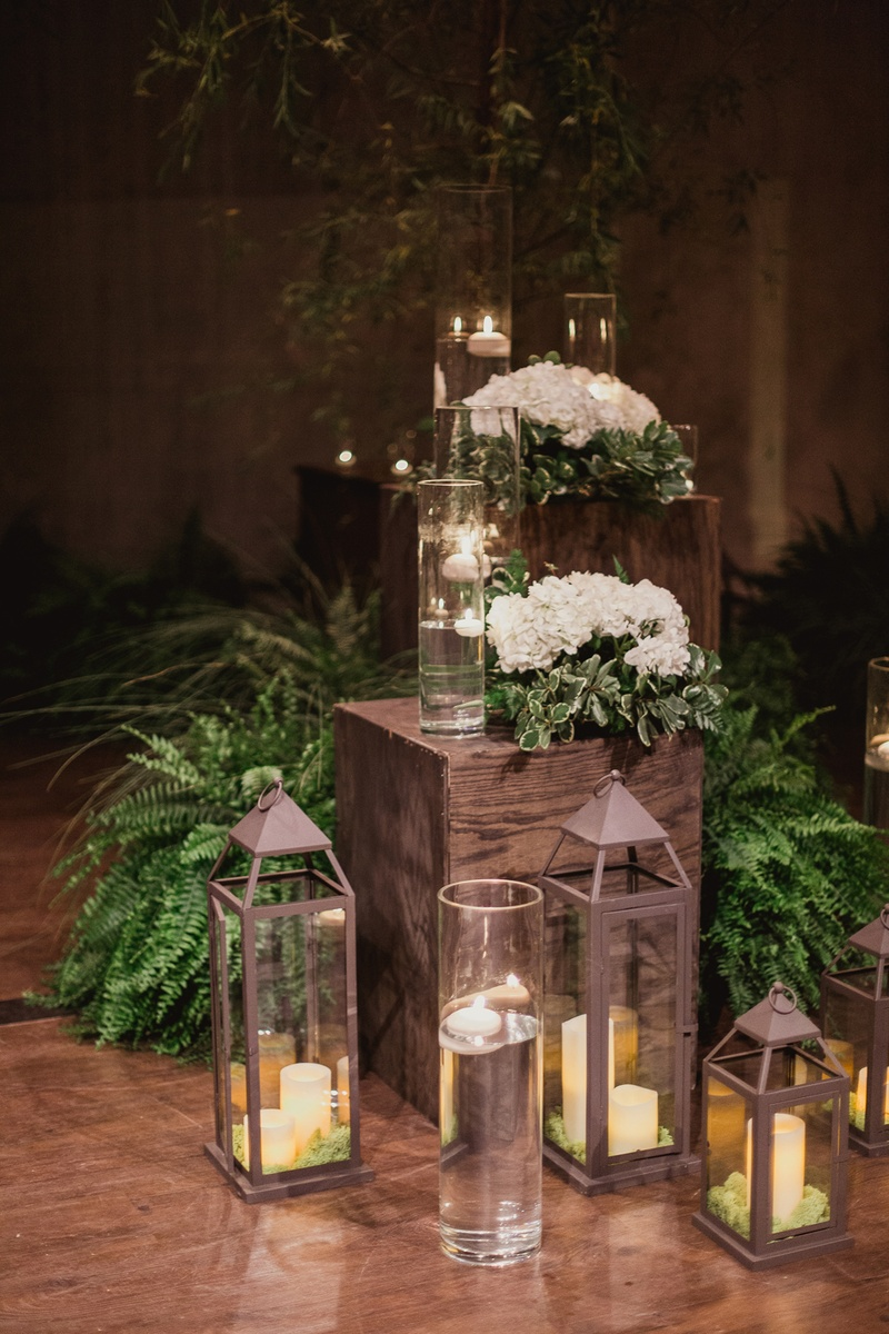 winter wedding ceremony decor ideas with candles in lanterns and fern