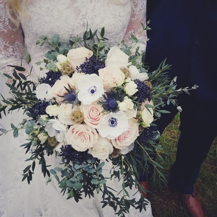 navy and blush bridal bouquets