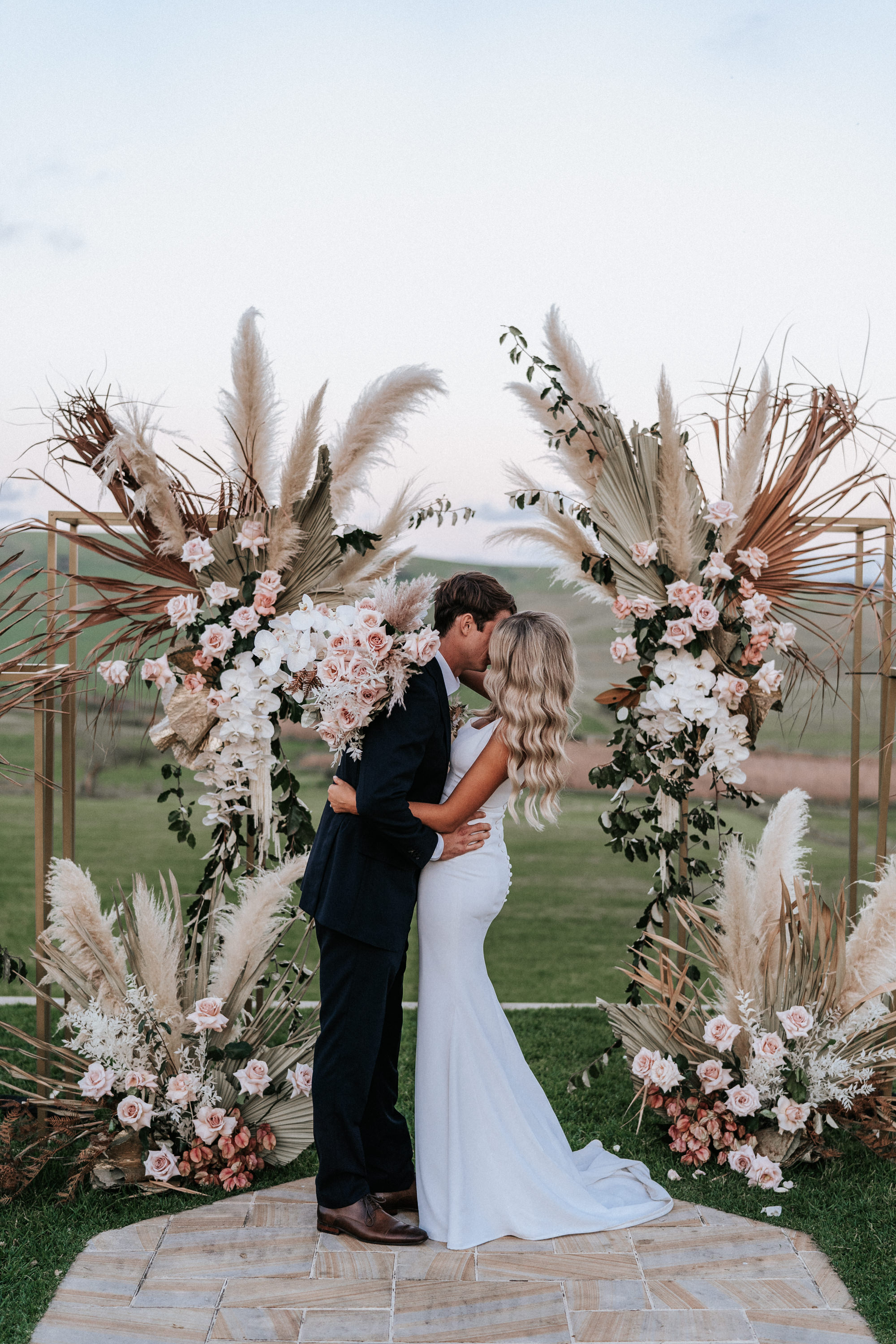 Bohemia boho fall wedding arches decorations with hot pampas grass for october wedding