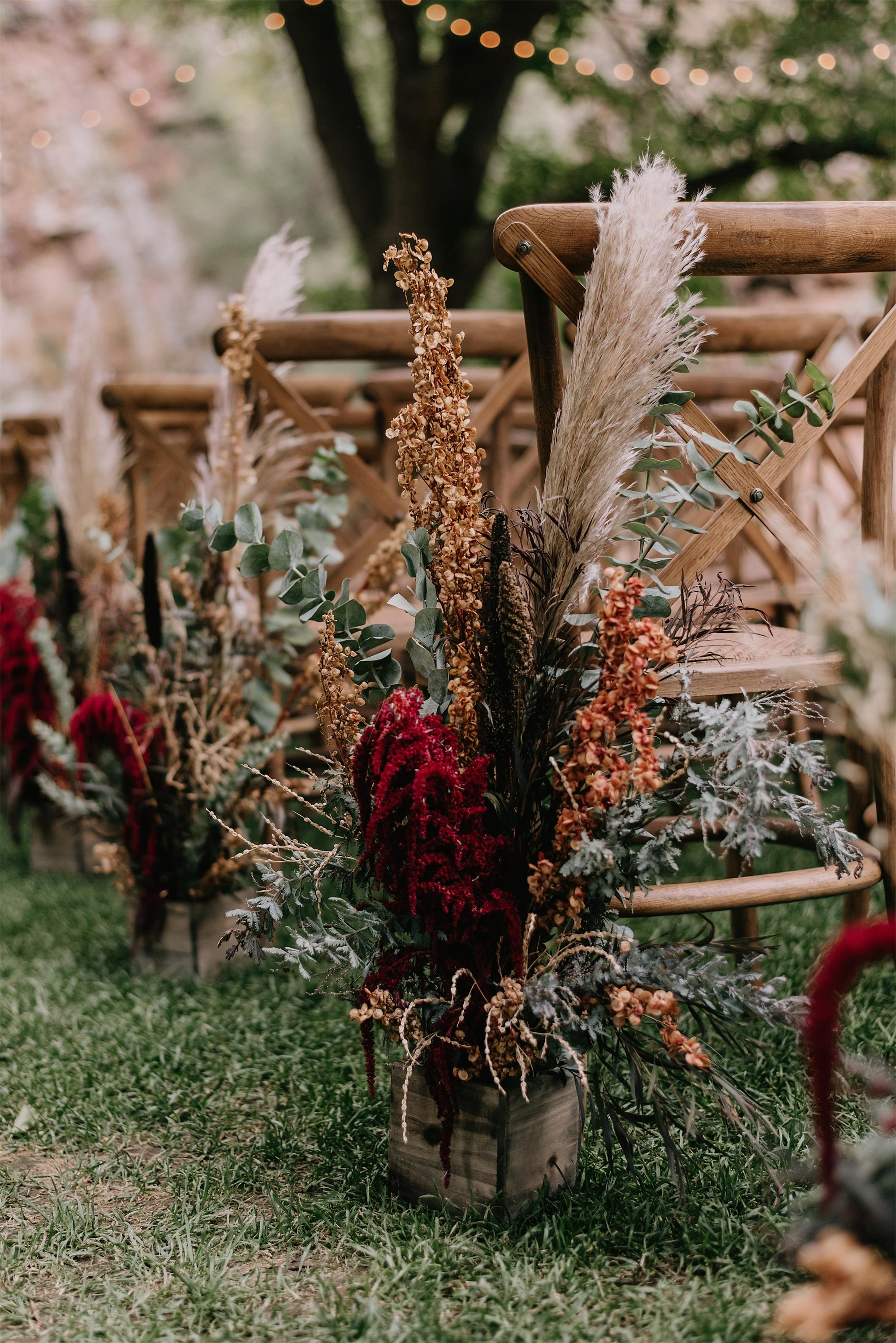 Boho and rustic wedding aisle runner with dried flowers and pampas grass for october wedding
