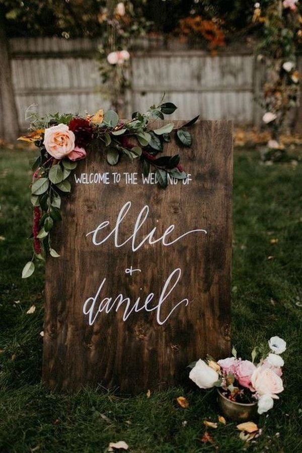 Rustic wodden wedding signs with blush pink flowers and greenery leaves for fall wedding theme
