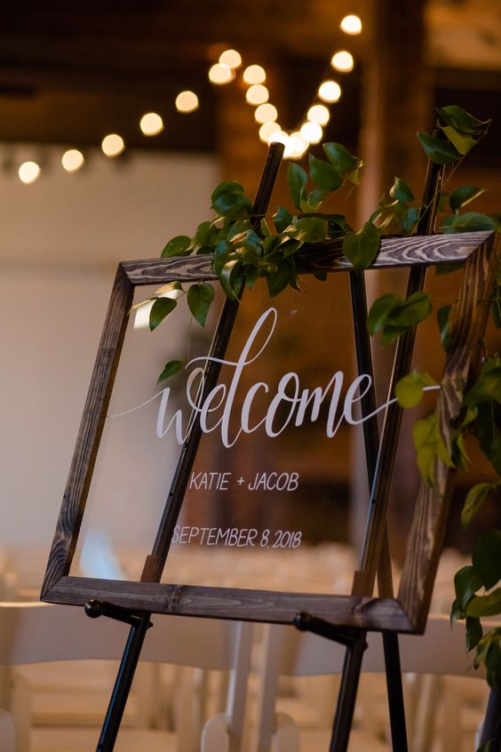 Unique rustci wedding signs with wodden frame for autumn wedding