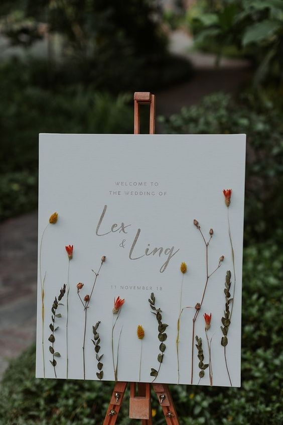Unqiue fun wedding signs with flowers and leaves decorations for fall wedding theme