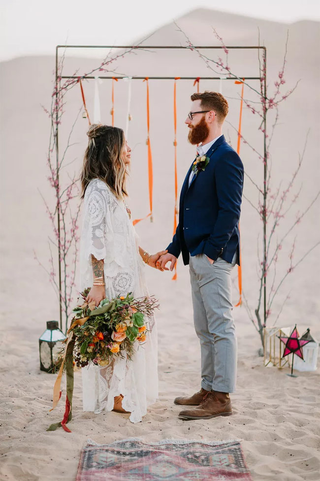 fall desert wedding decor ideas with organge ribbon and peach flower