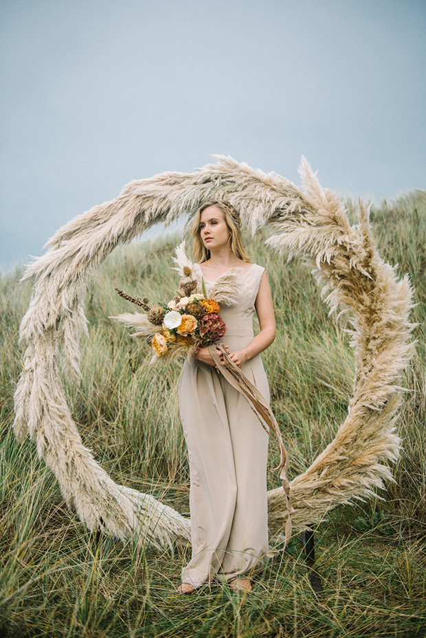 fantastic wedding arch ideas with bohemian pampas grass perfect for fall wedding