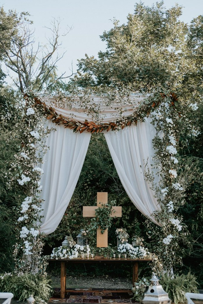 greenery wedding arch ideas for outdoor backyard wedding
