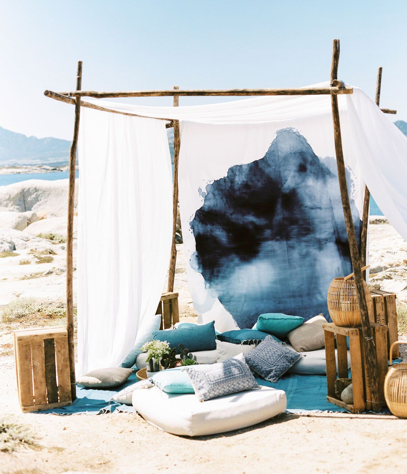intimate boho chic beach wedding ideas in ombre blue