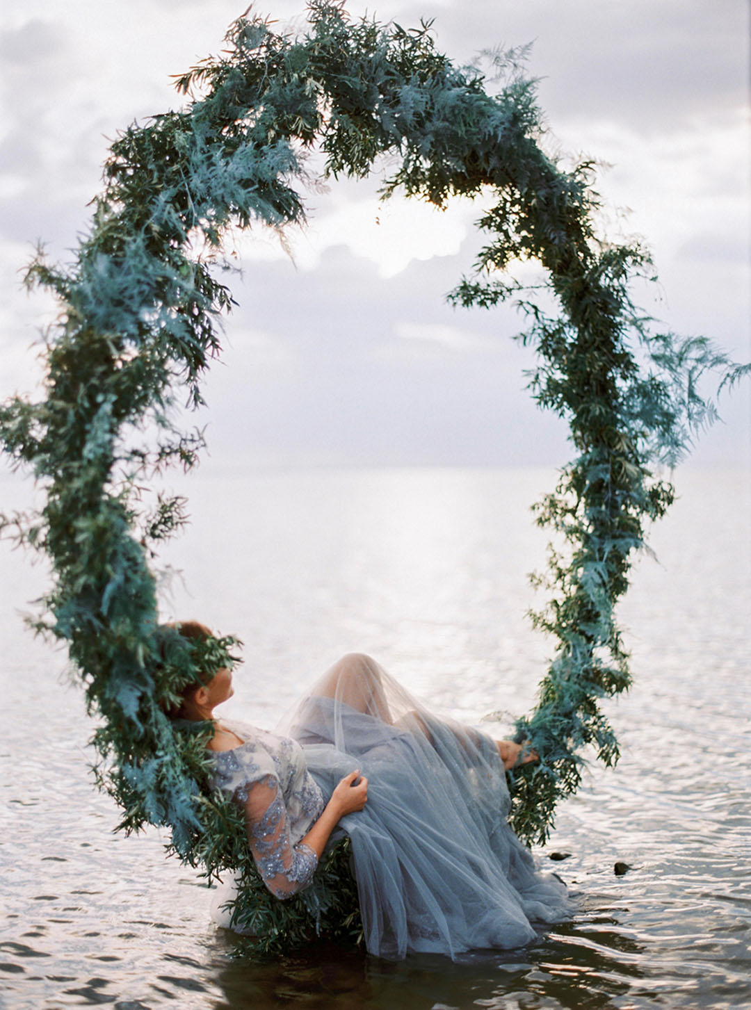 romantic beach wedding decor ideas with circle greenery arch