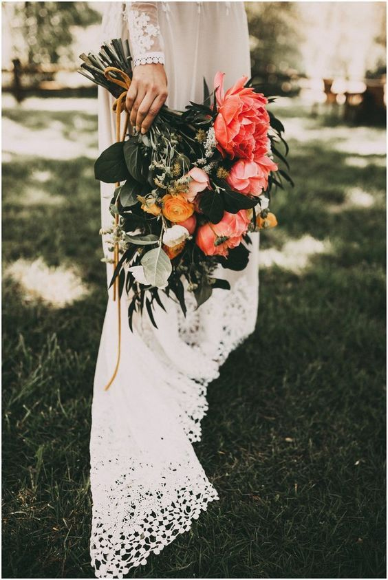 romantic peach coral wedding bouquet ideas