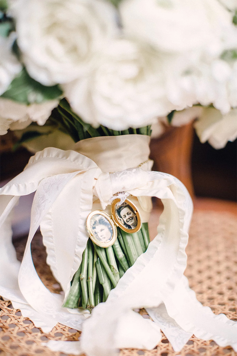 wedding bouquet photo display decoration ideas