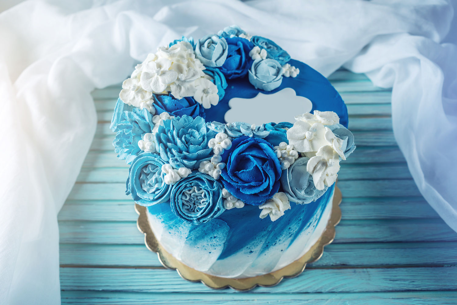 beautiful classic blue wedding cakes with floral