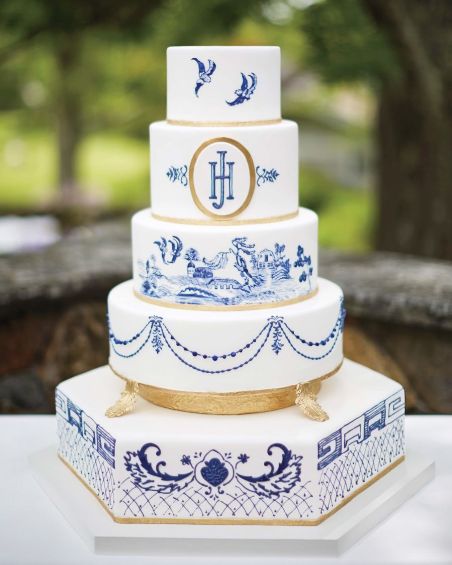 classic blue wedding cakes chinoiserie wedding details