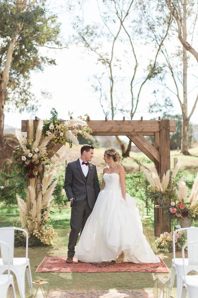 gorgeous fall wedding arch ideas with pampas grass