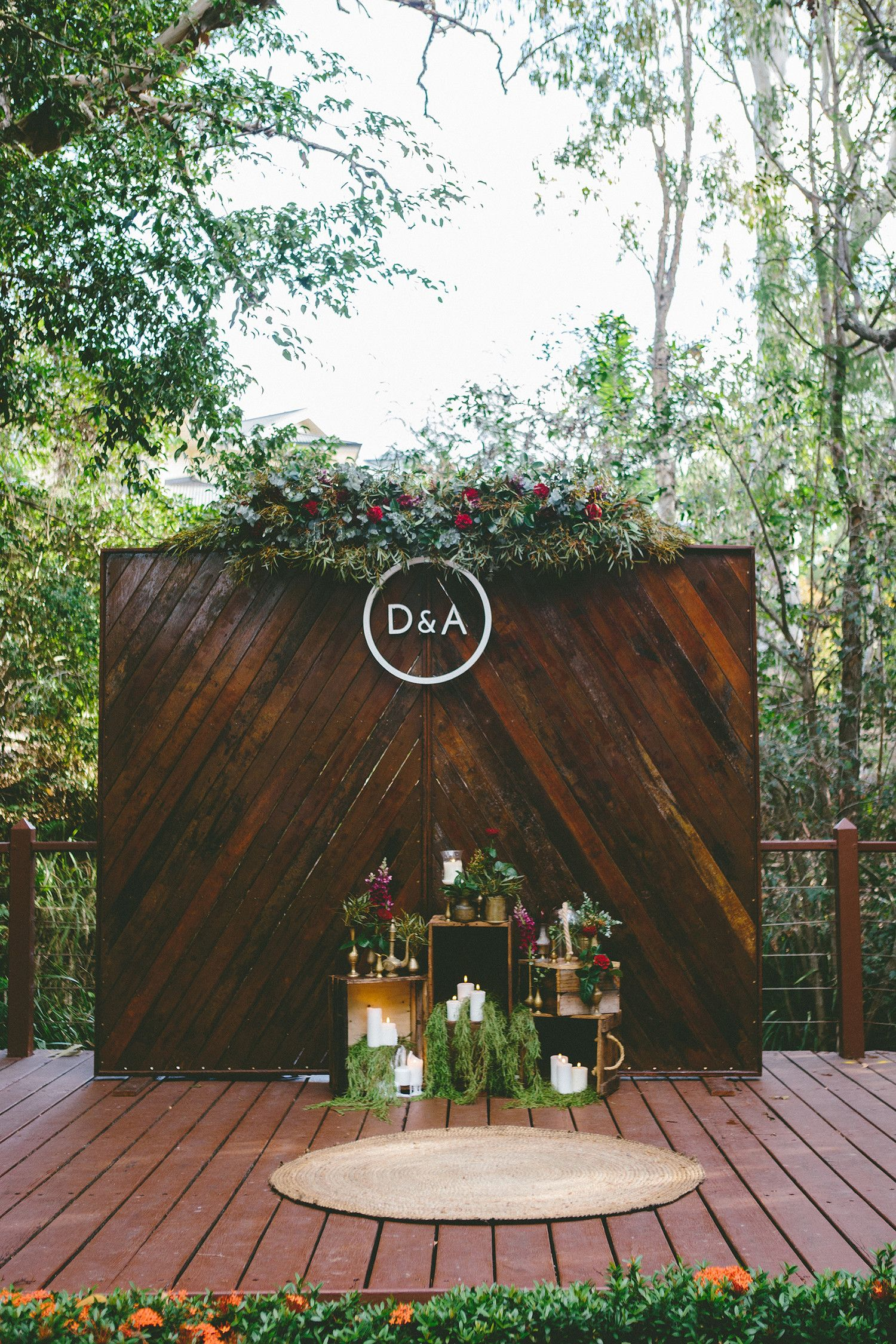inventive ideas to decorate your wedding arch