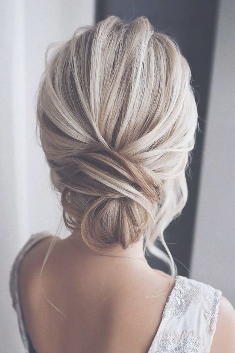 simple low bun hairstyle for weddings