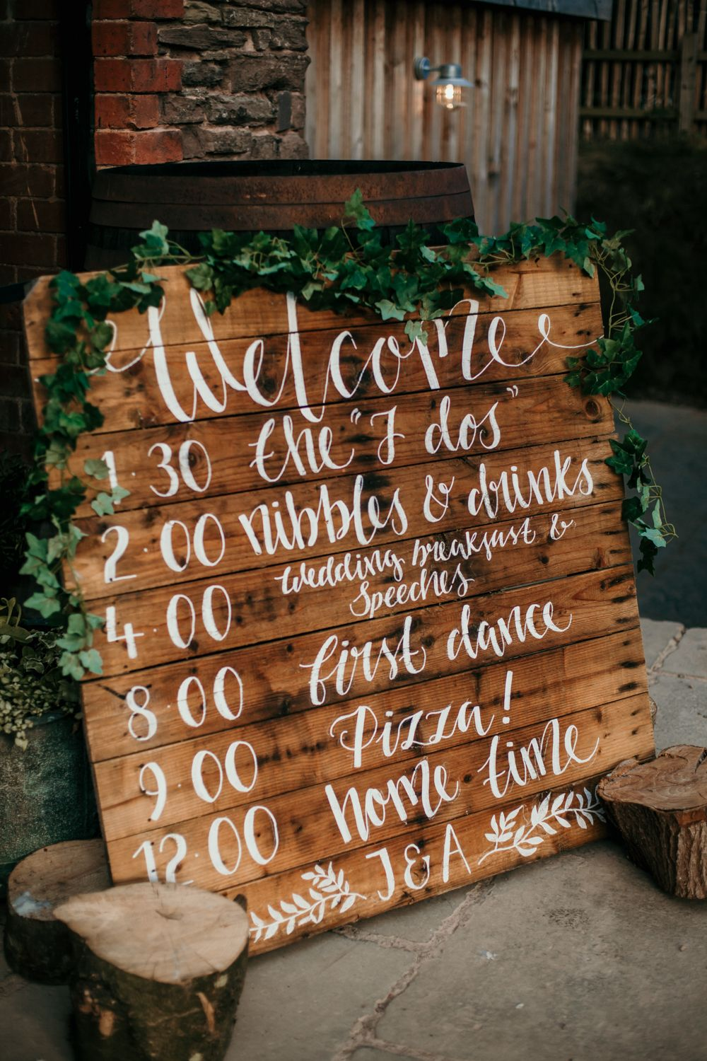 wood pallet wedding time table ideas