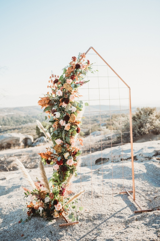 fall wedding ceremony decoration with rust backdrop ideas