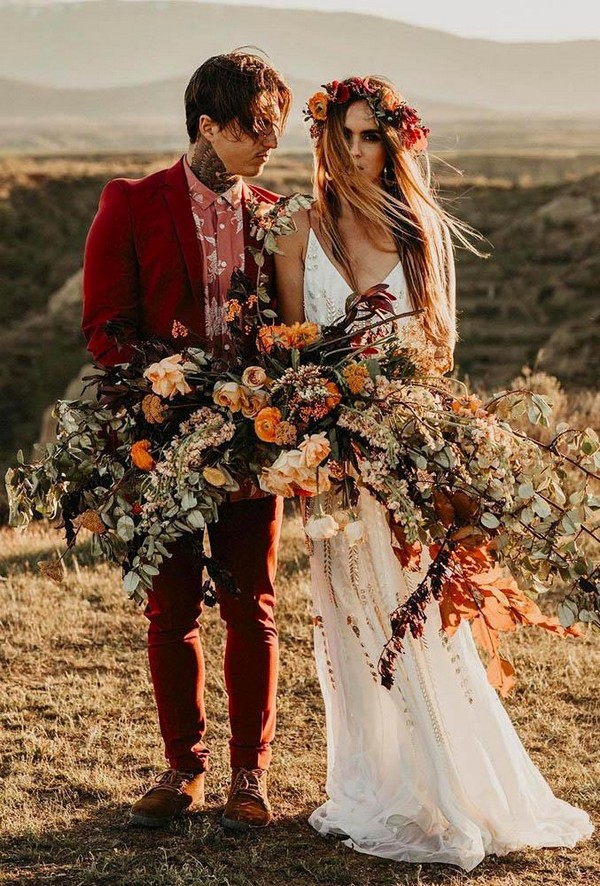 fall wedding photos couple with big bouquet