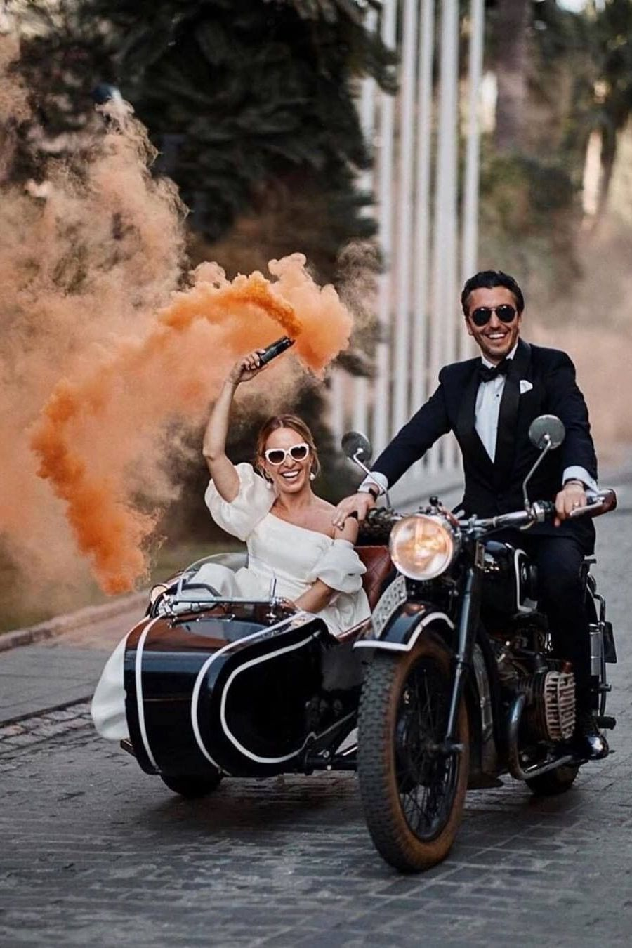 fun wedding photo ideas with smoke bombs