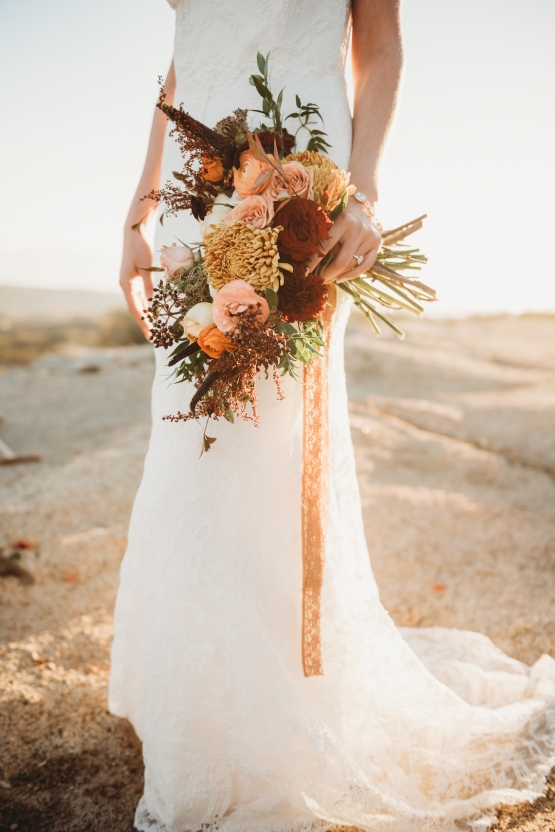romantic rust and sunset orange wedding floral bouquet ideas