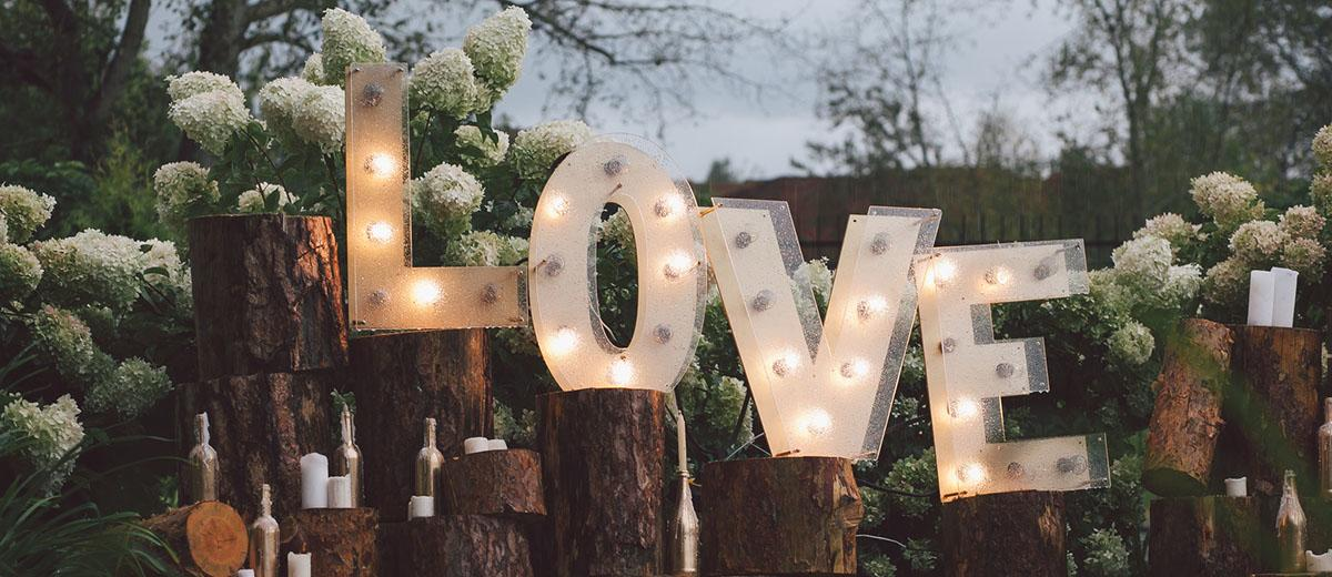rust wedding decor ideas with love light