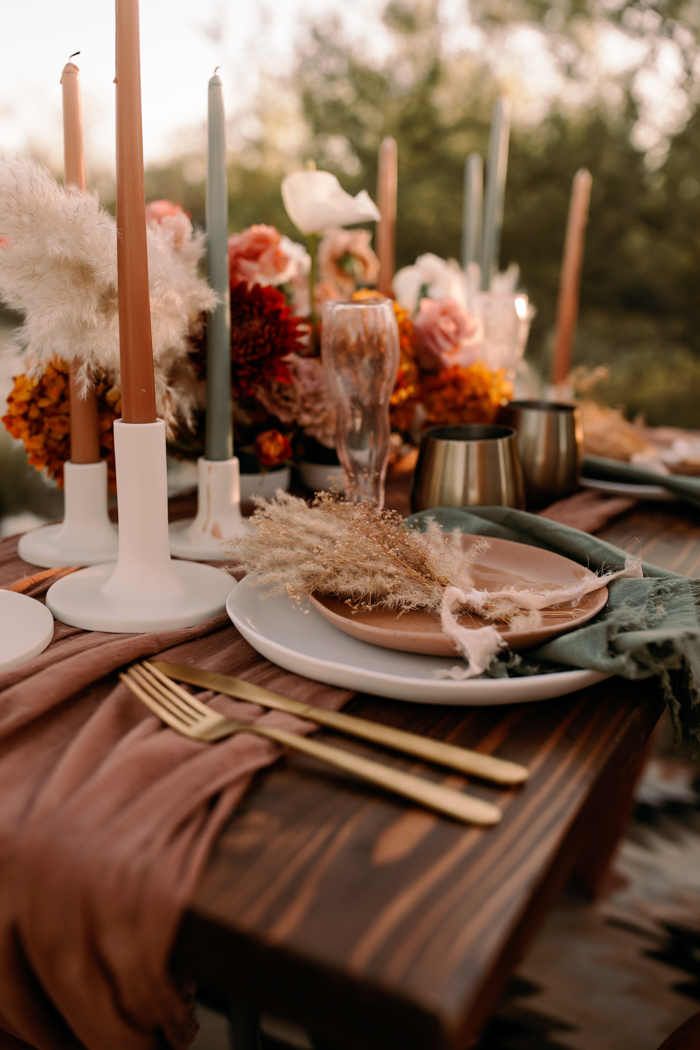 warm tone in orange and dusty pink desert elopement wedding table settings