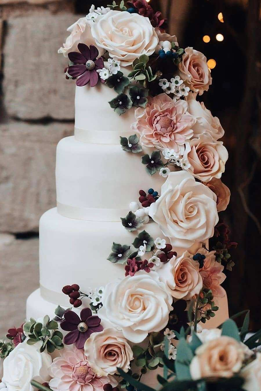 chic rustic blush and burgundy flower wedding cake ideas for fall