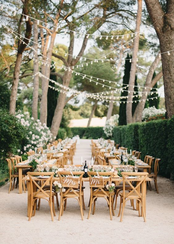 intimate wedding ideas for have an outdoor reception