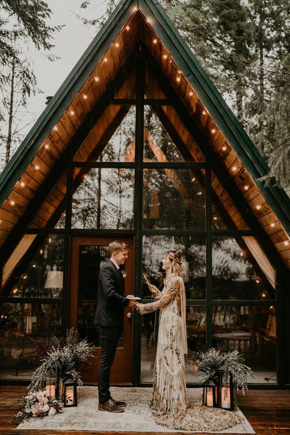 planning a small wedding with intimate vow ceremony