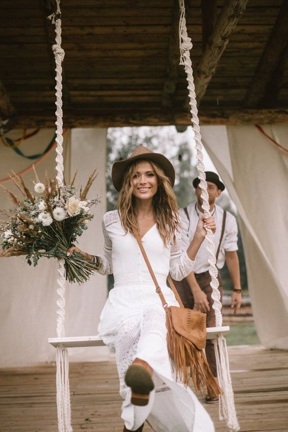 small and intimate wedding ideas with tassels