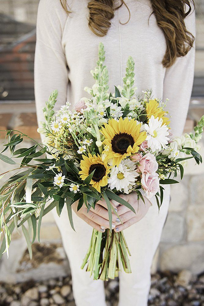 sunflower and greenery wedding bouquets ideas