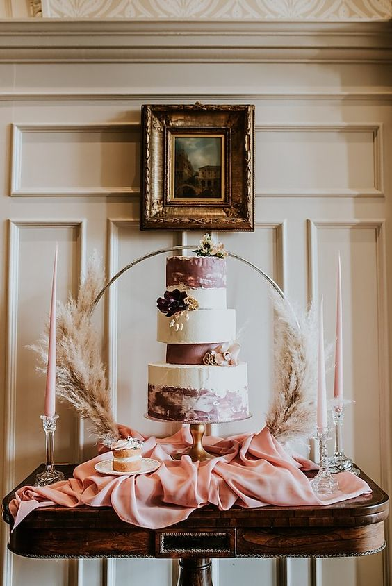 unique wedding cake stylished with a pampas grass wreath