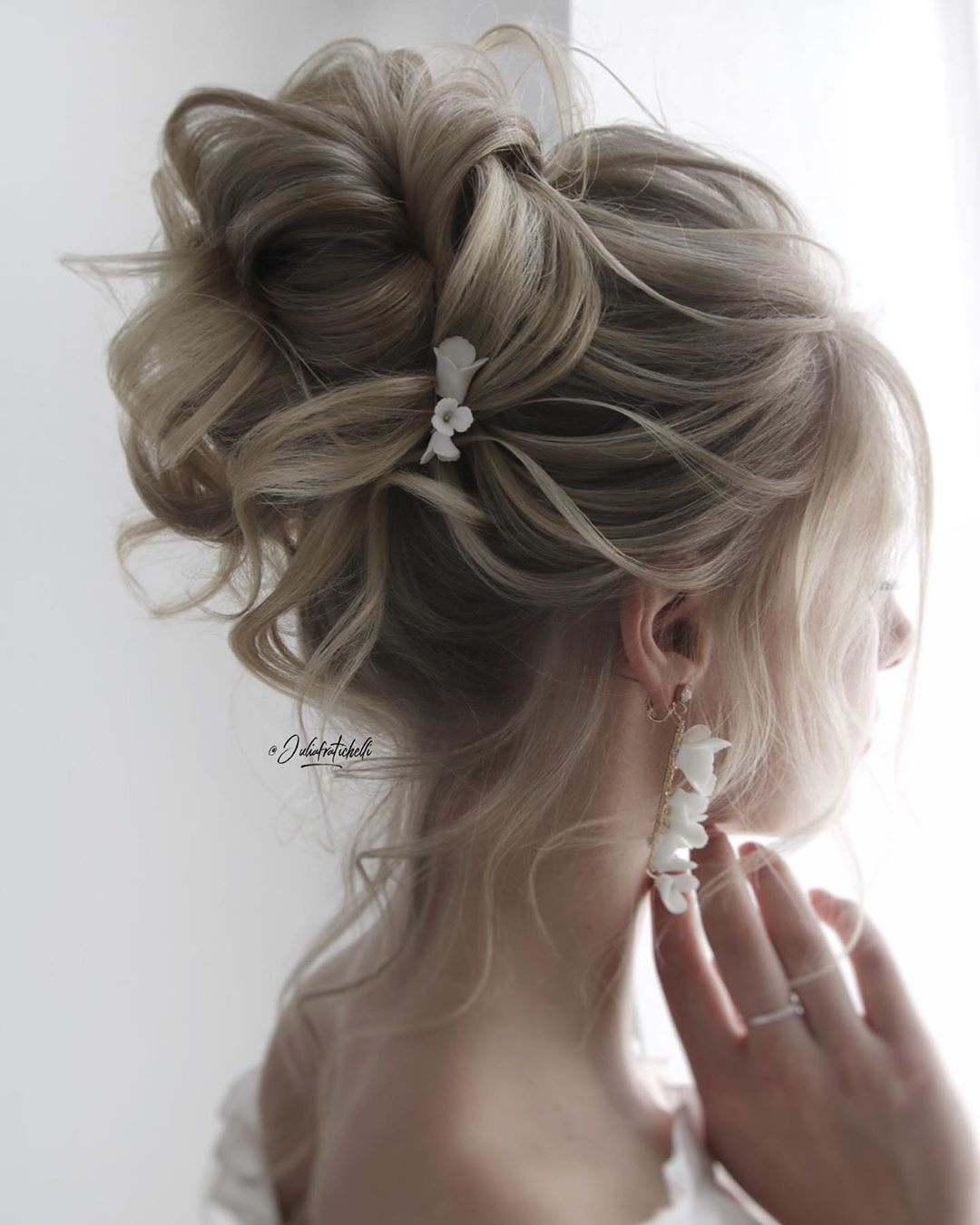 elegant high updos wedding hairstyle With extensions