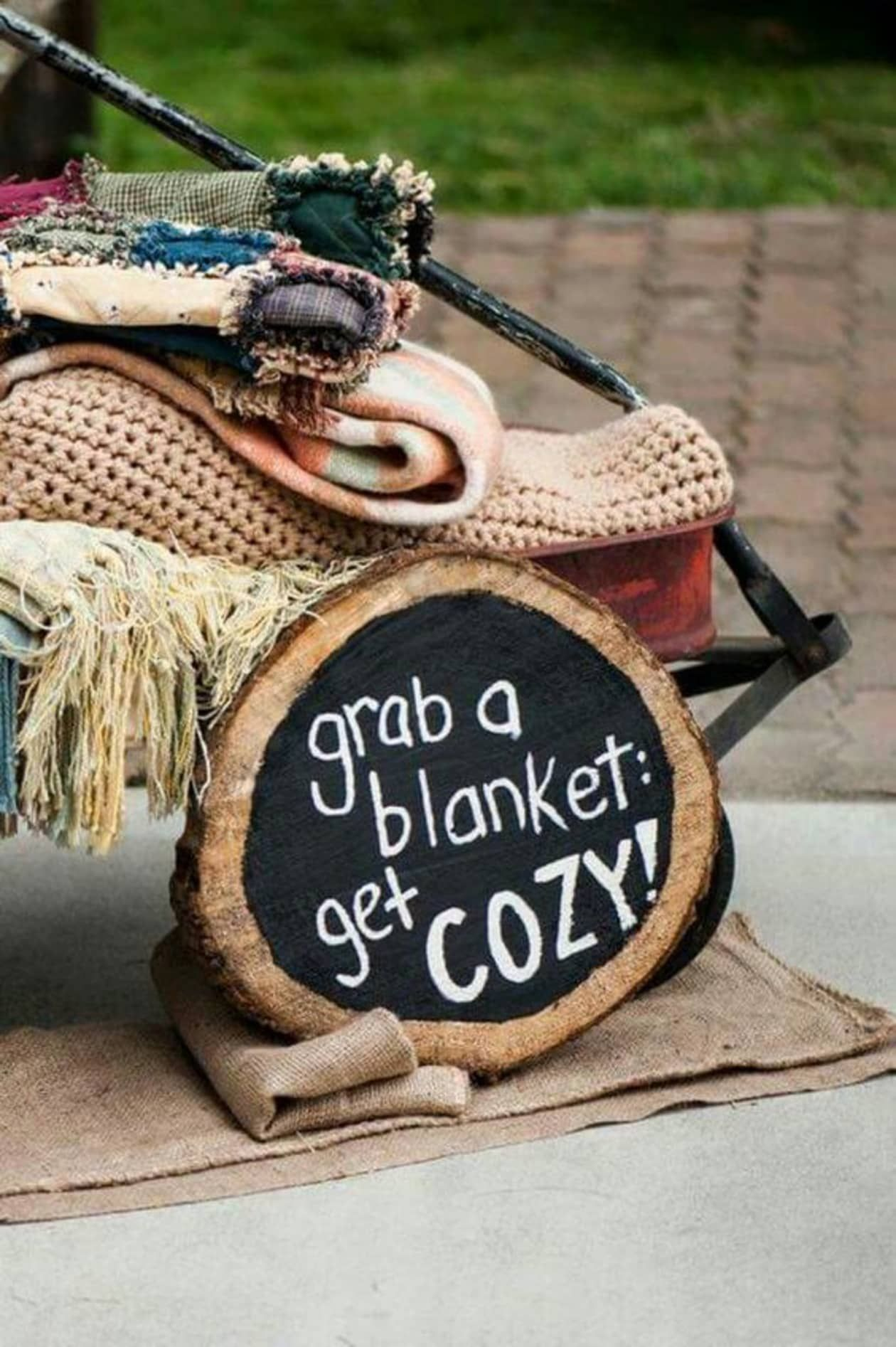 cozy winter wedding ideas to warm your wedding guests