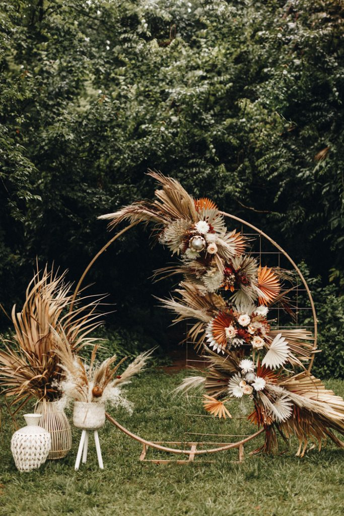 creative dried palms decorated fall round wedding arch