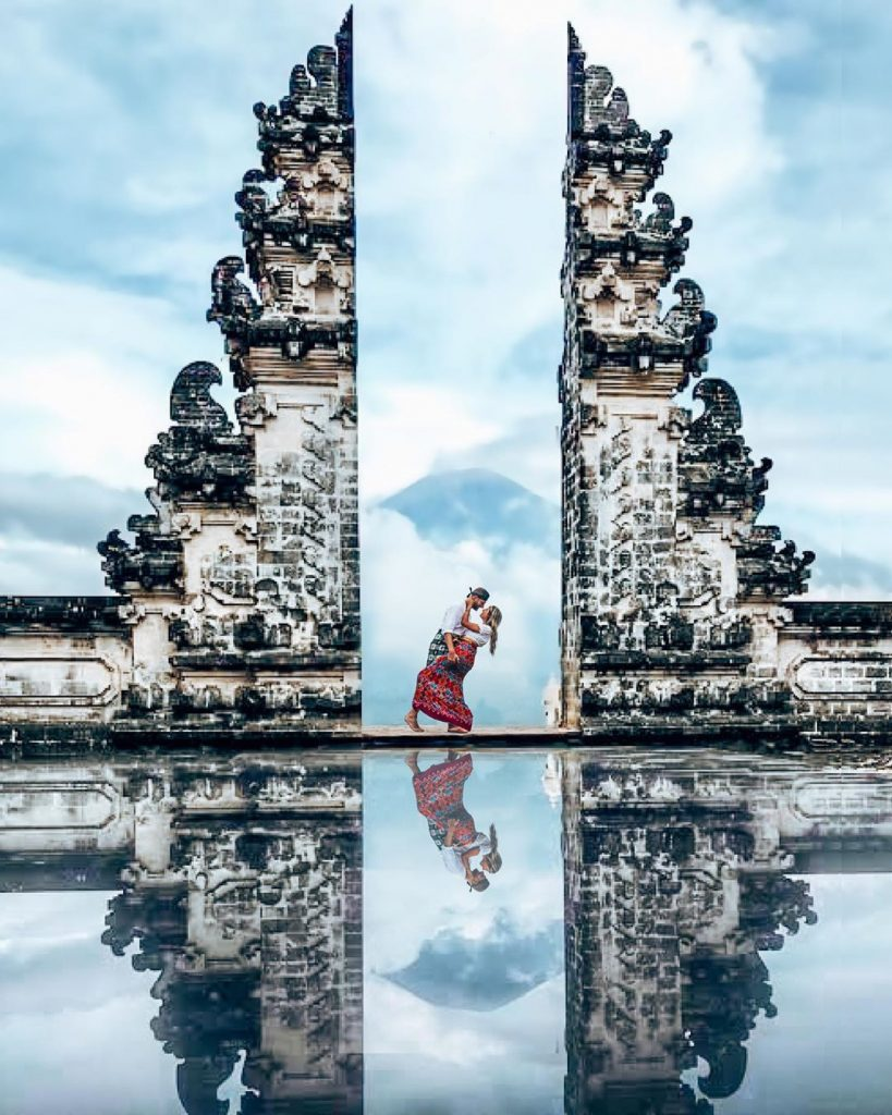 creative the unique honeymoon pic ideas with one mirror
