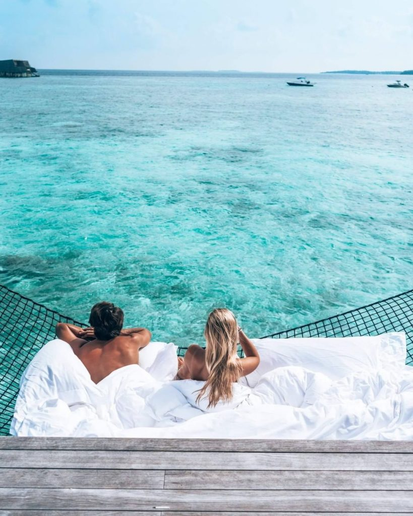 the relaxest honeymoon photos at seaside