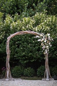 minimony magic and simple wooden arch for your special wedding ideas