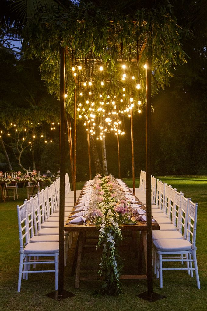 relaxed small intimate backyard wedding table setting