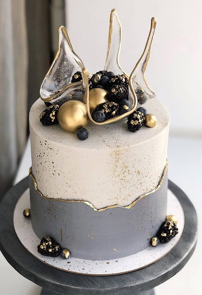 tranparent isomalt single tier wedding cake with gold pearls