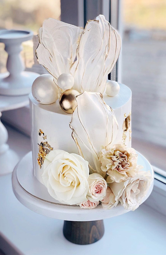 white small flower wedding cake with glitters