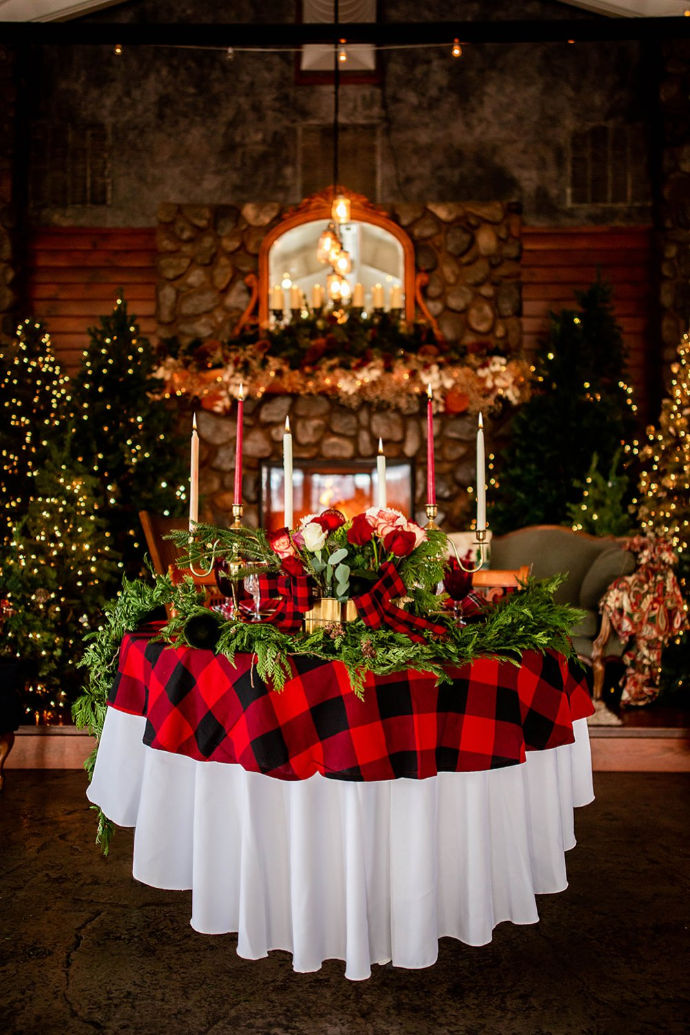 Christmas day wedding table decoration with red plaid