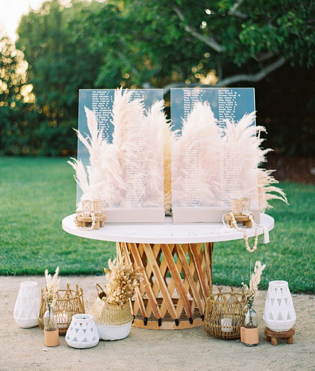 smart ideas to incorporate acrylic into your weddings