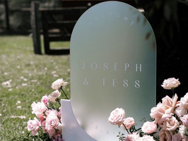 trending acrylic wedding signs for 2021