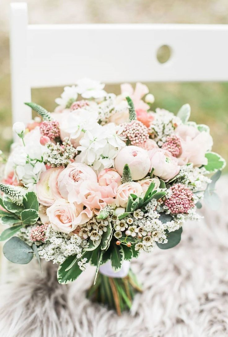 spring and summer blush wedding bouquets