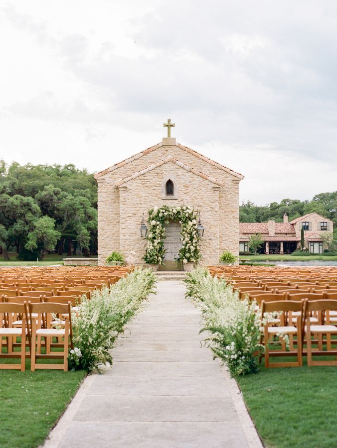 chic oragnic outdoor chapel wedding at Houston Oaks Country Club