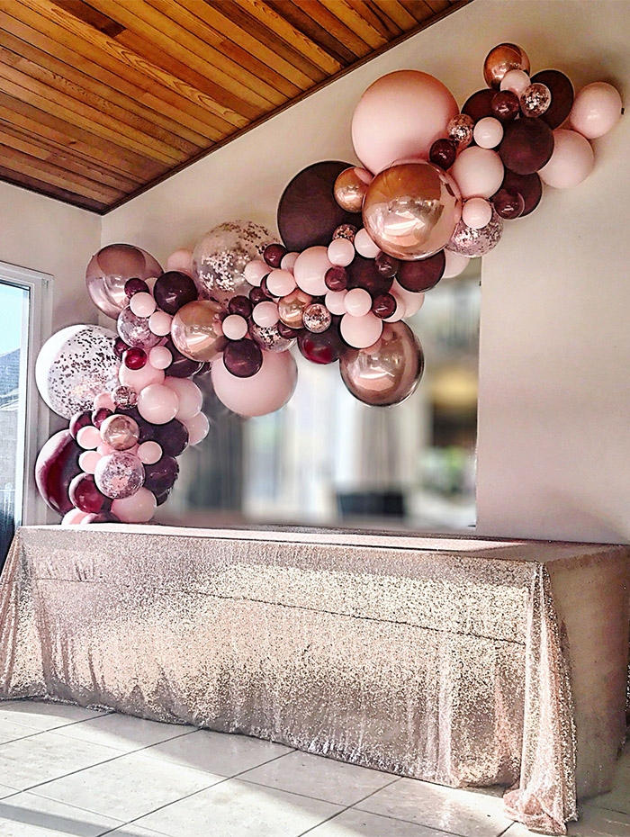 breathtaking colorful glitter ballons decorated weding table ideas