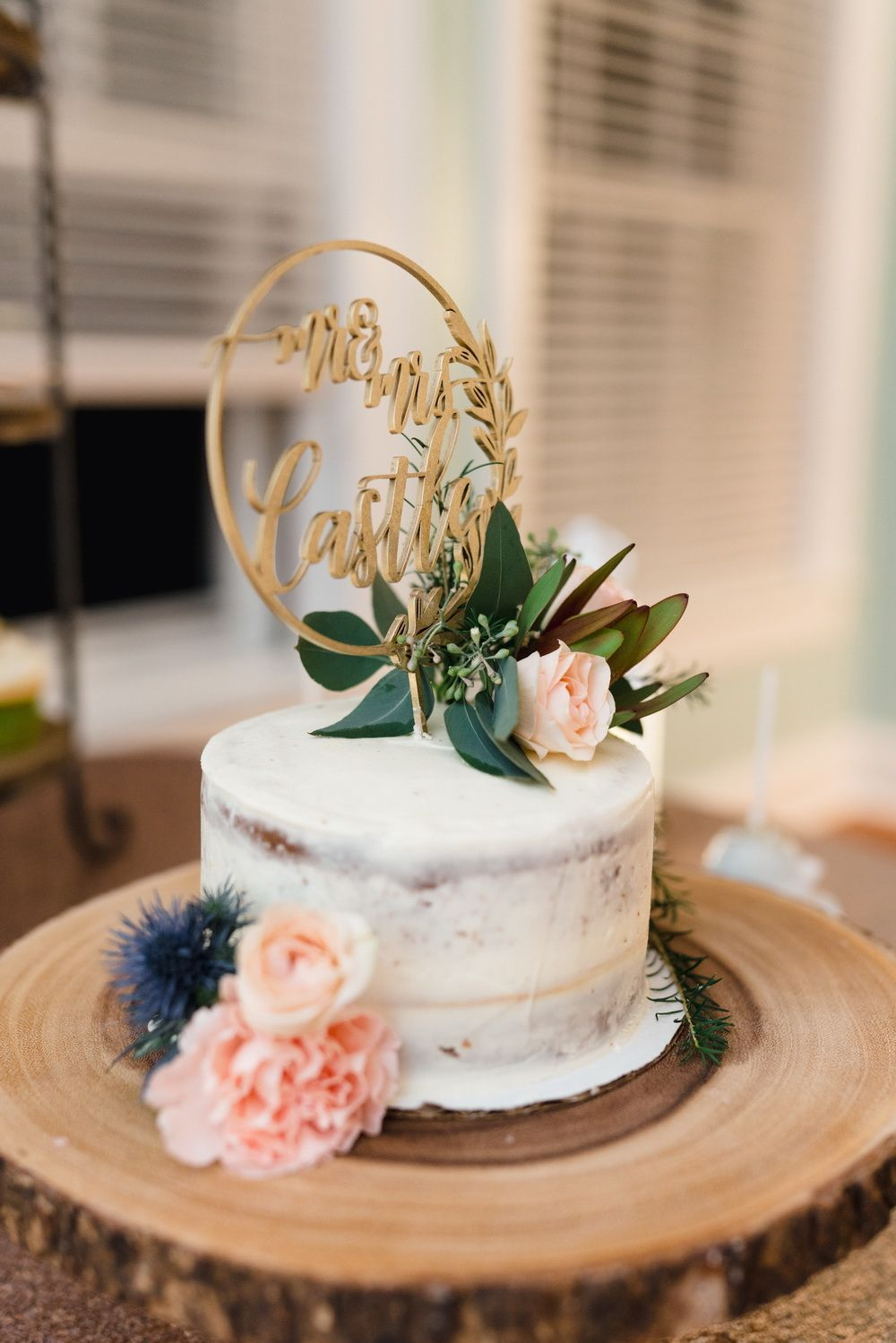 a rustic intimate wedding cake with simple flower in fall