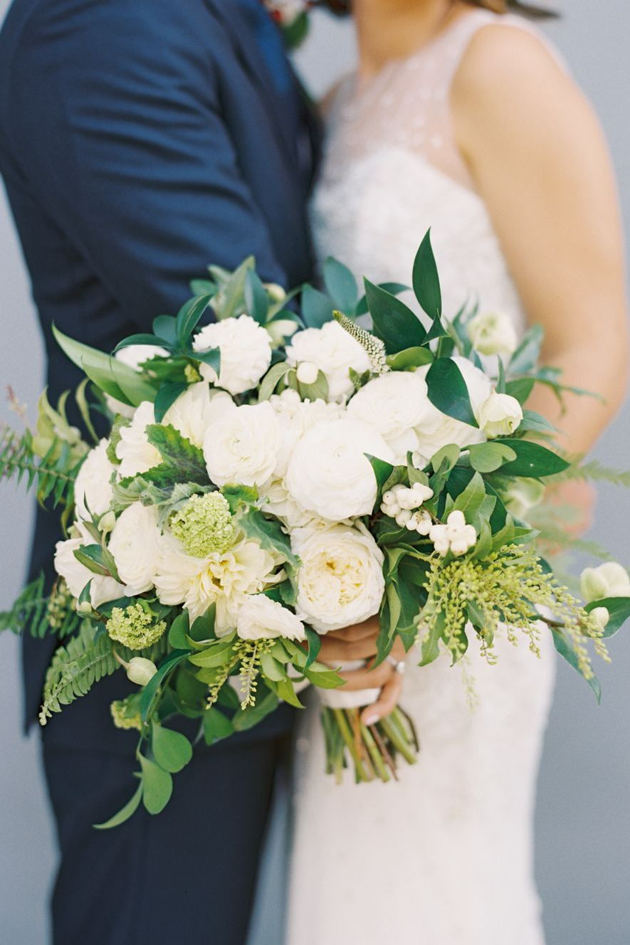 harmonious colors even in floral palette to highlight the romantic mood of the day. 1